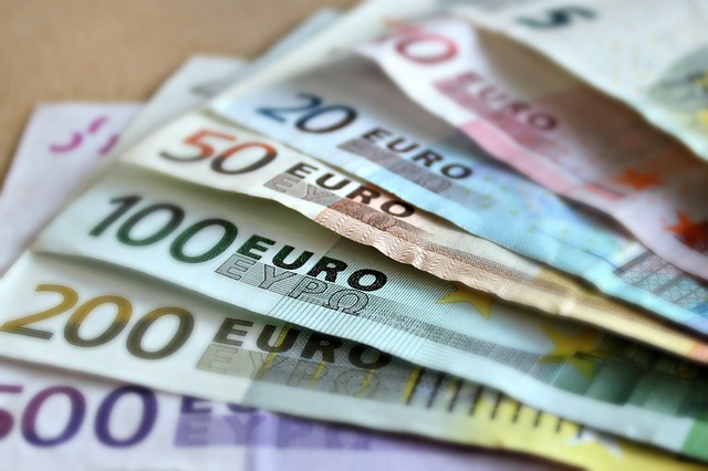 papírové peníze eu